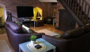 Whitby pet friendly cottages near dog friendly Tate Hill beach