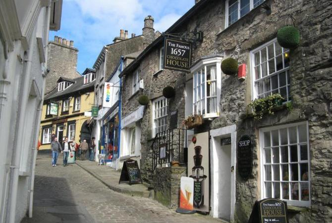 Kendal's beautiful shopping Wynds and Yards