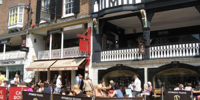 Alfresco cafes & restaurants around Chester's Rows