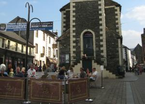 Alfresco Cafes around The Moot Hall in Keswick centre