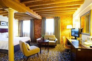 Luxury Manchester hotels with WiFi