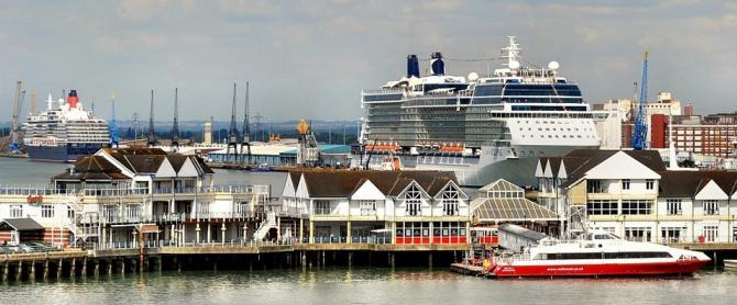 Southampton Cruise Ships on the Docks - Book a B&B for your Pre-cruise stay in Southampton