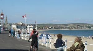 Cycling along the Esplanade