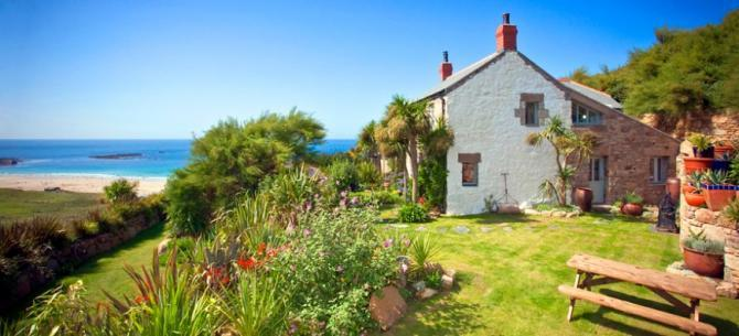 Luxury Pet Friendly & Family Friendly Sennen Cottages overlooking Whitesands Bay