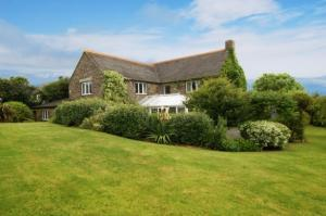 Pet friendly cottages with large gardens