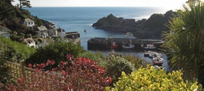 Elevated Polperro accommodation with views of the harbour & village