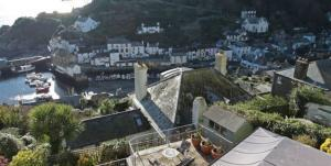 Elevated holiday homes in Polperro with harbour & village views