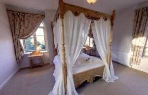 Luxury Coach House B&Bs with four poster rooms