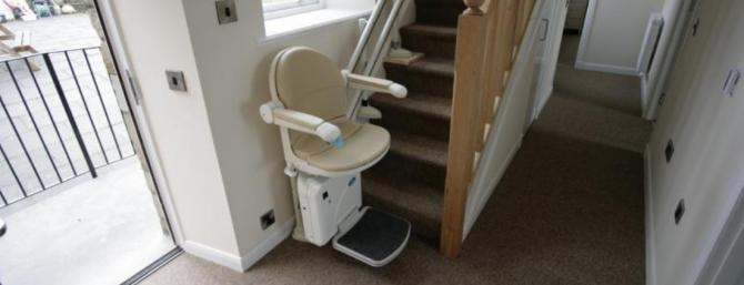 Courtside Cottage with stairlift up to open plan lounge/diner