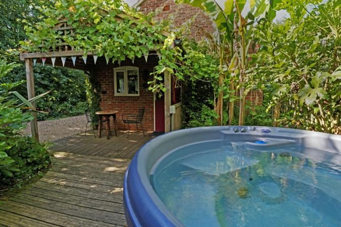 hot tub cottages