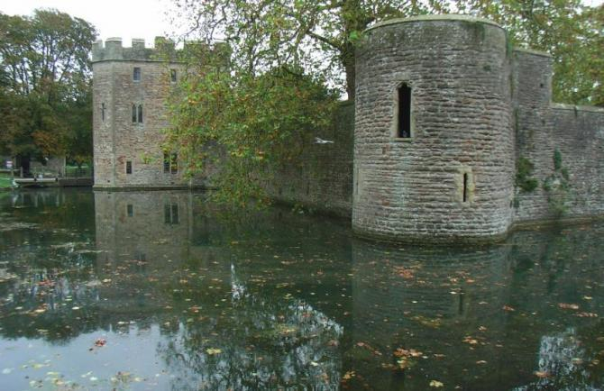 Castellated walls of the Bishop's Palace, Wells