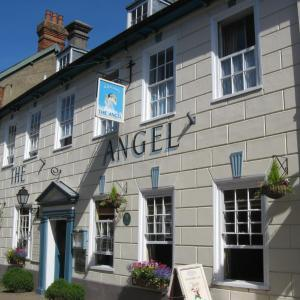 16th century Angel Inn with rooms in Halesworth centre