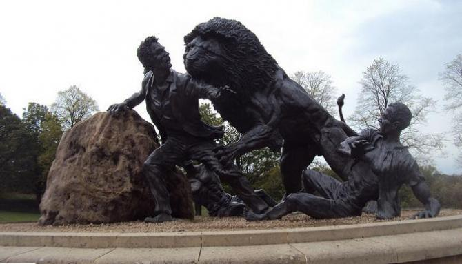 David Livingstone lion attack monument