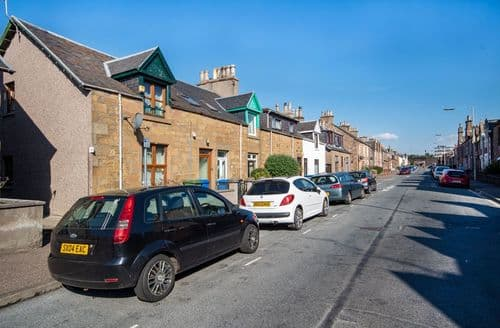 Last Minute Cottages - Innes Street Apartment (ground floor), Inverness