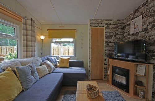 Last Minute Cottages - Woodlands, Tore