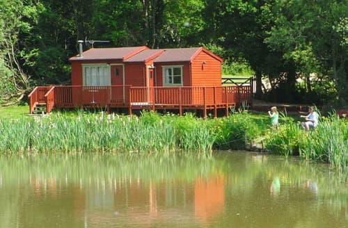 Last Minute Cottages - Little Lodge