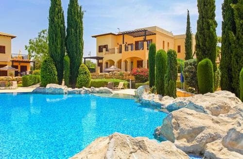 Last Minute Cottages - Theseus Village AA12