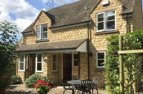 Last Minute Cottages - Russet Cottage
