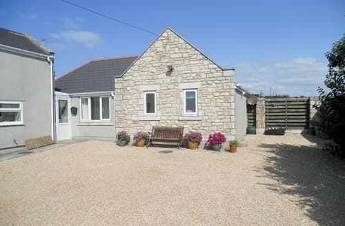 Last Minute Cottages - Freshwater Bay View