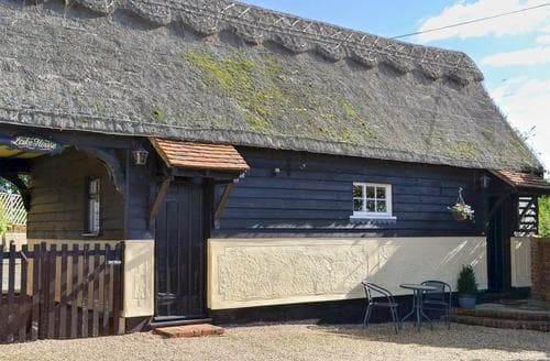 Last Minute Cottages - Lake House Cottage
