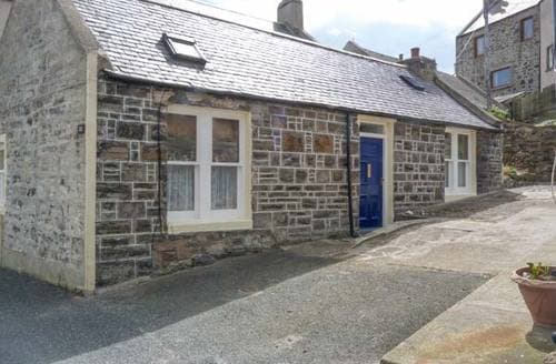 Last Minute Cottages - Lovely Whitehills Cottage S9072