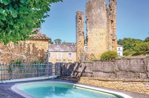 Last Minute Cottages - La Maison du Donjon - F24563