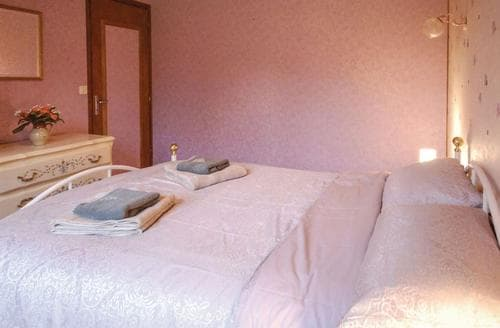 Last Minute Cottages - Gite de Pin