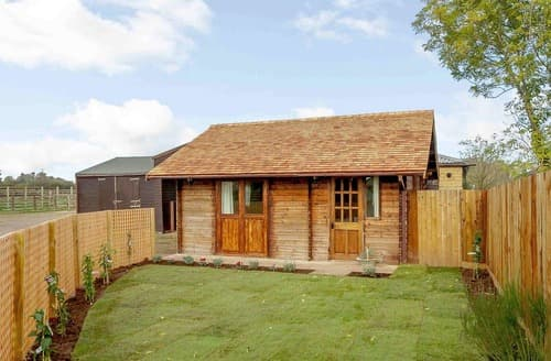 Last Minute Cottages - Summer House