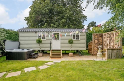 Last Minute Cottages - Under Willows - UK12608