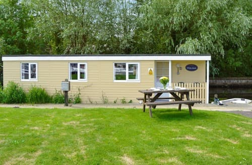 Last Minute Cottages - White Moth - UK12697