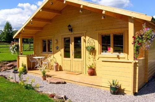 Last Minute Cottages - Cosy Penallt Lodge S9235