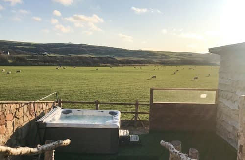 Last Minute Cottages - Meadow Holm
