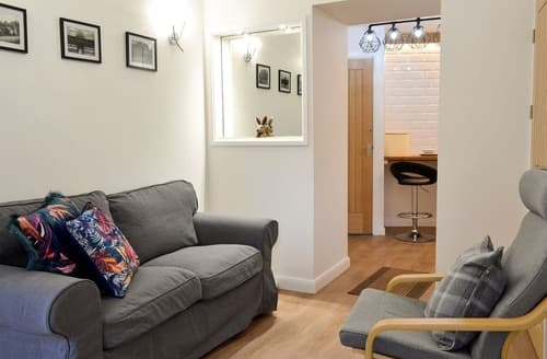 Last Minute Cottages - Chunal Apartment - UK12958