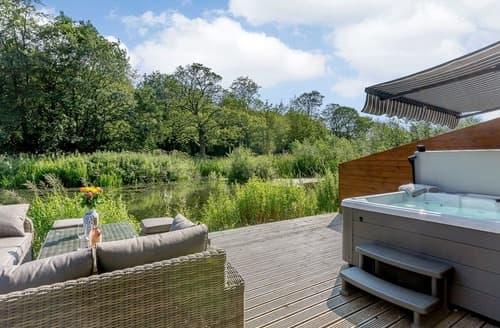 Last Minute Cottages - Waterside Lodge Sixteen - UK13038