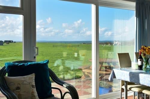 Last Minute Cottages - Bay View Cottage