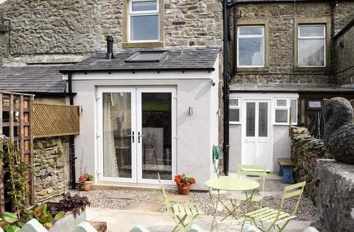 Last Minute Cottages - Three Peaks House