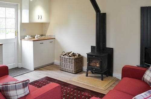 Last Minute Cottages - Holly Cottage
