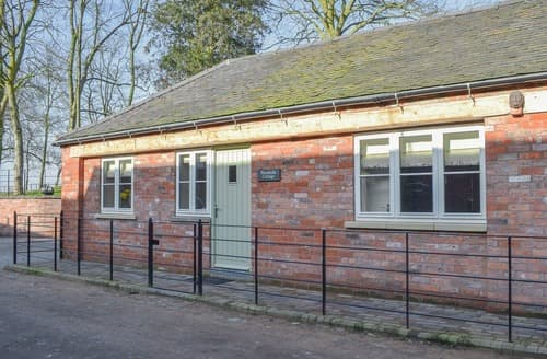 Last Minute Cottages - Betley Court Farm 1
