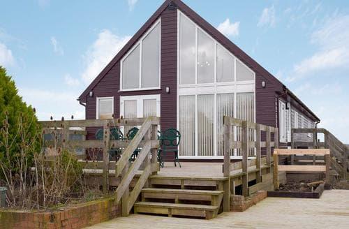 Last Minute Cottages - Moorings House