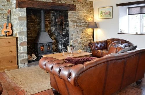 Last Minute Cottages - Tythecombe Lake Cottage