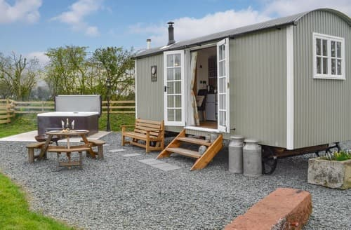 Last Minute Cottages - Greengill Farm Shepherds Hut- UKC3632