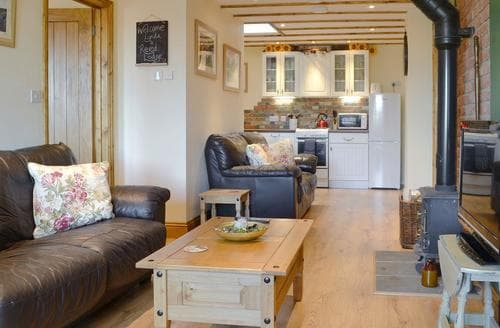 Last Minute Cottages - Reed Lodge