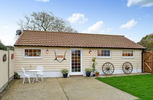 Last Minute Cottages - Willow Tree Barn