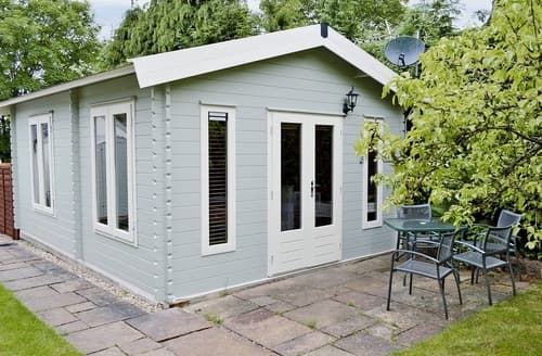 Last Minute Cottages - Pear Tree Cabin