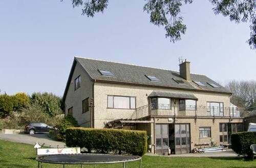 Last Minute Cottages - Pendre Apartment (Upstairs)