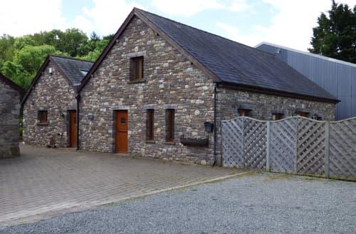 Last Minute Cottages - Riverside Barn