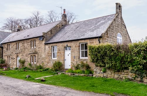 Last Minute Cottages - The Old School Room