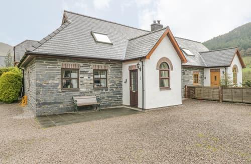 Last Minute Cottages - 2 Stable Cottage