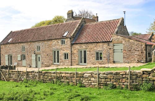 Last Minute Cottages - The Long Barn
