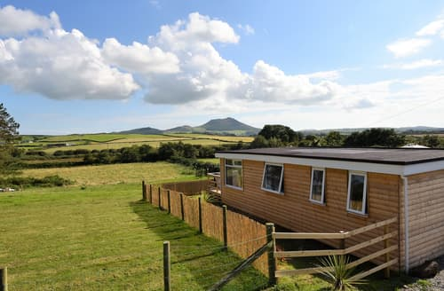 Last Minute Cottages - Y Caban Clyd